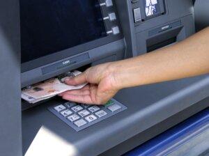 можно ли снимать деньги со счета накануне банкротства банка